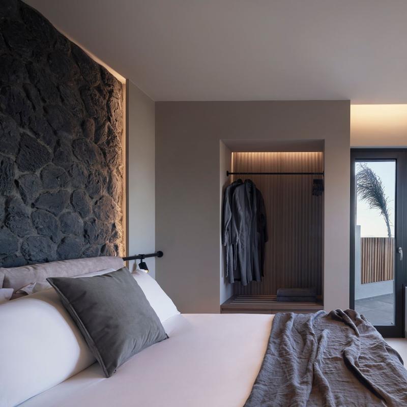 apikia santorini hotel pyrgos greece