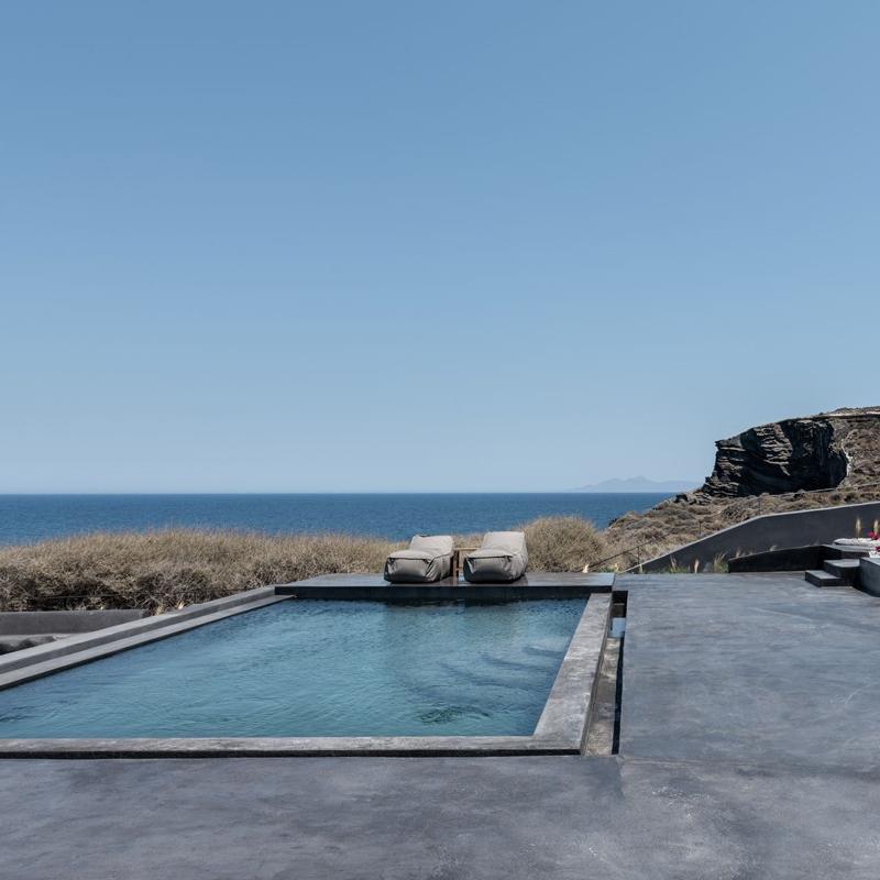 colombos beachfront hotel foinikia santorini greece